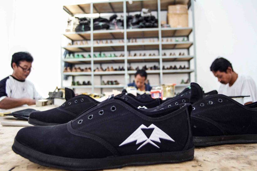 """Artisans handcrafting the uppers of the """"<a href=""""https://indosole.com/collections/mens-shoes/products/jj-shoes-mens"""" target="""