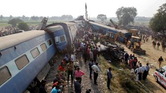 Rescue workers search for survivors at the site of a train derailment in Pukhrayan, south of Kanpur city, India November 20, 2016. REUTERS/Jitendra Prakash     TPX IMAGES OF THE DAY