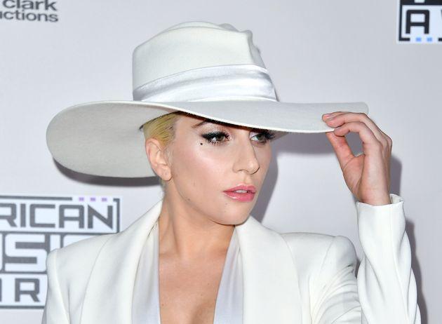 Lady Gaga Goes Barefoot To Slay 'Million Reasons ... Lady Gaga Million Reasons