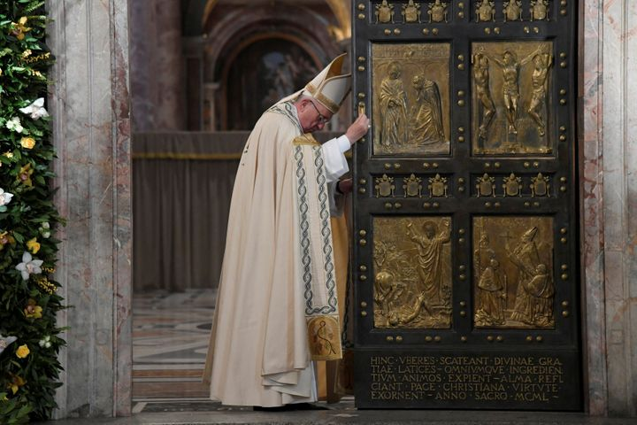 Pope Francis closes the Holy Door to mark the closing of the Catholic Jubilee year of mercy at the in Saint Peter's Basilica