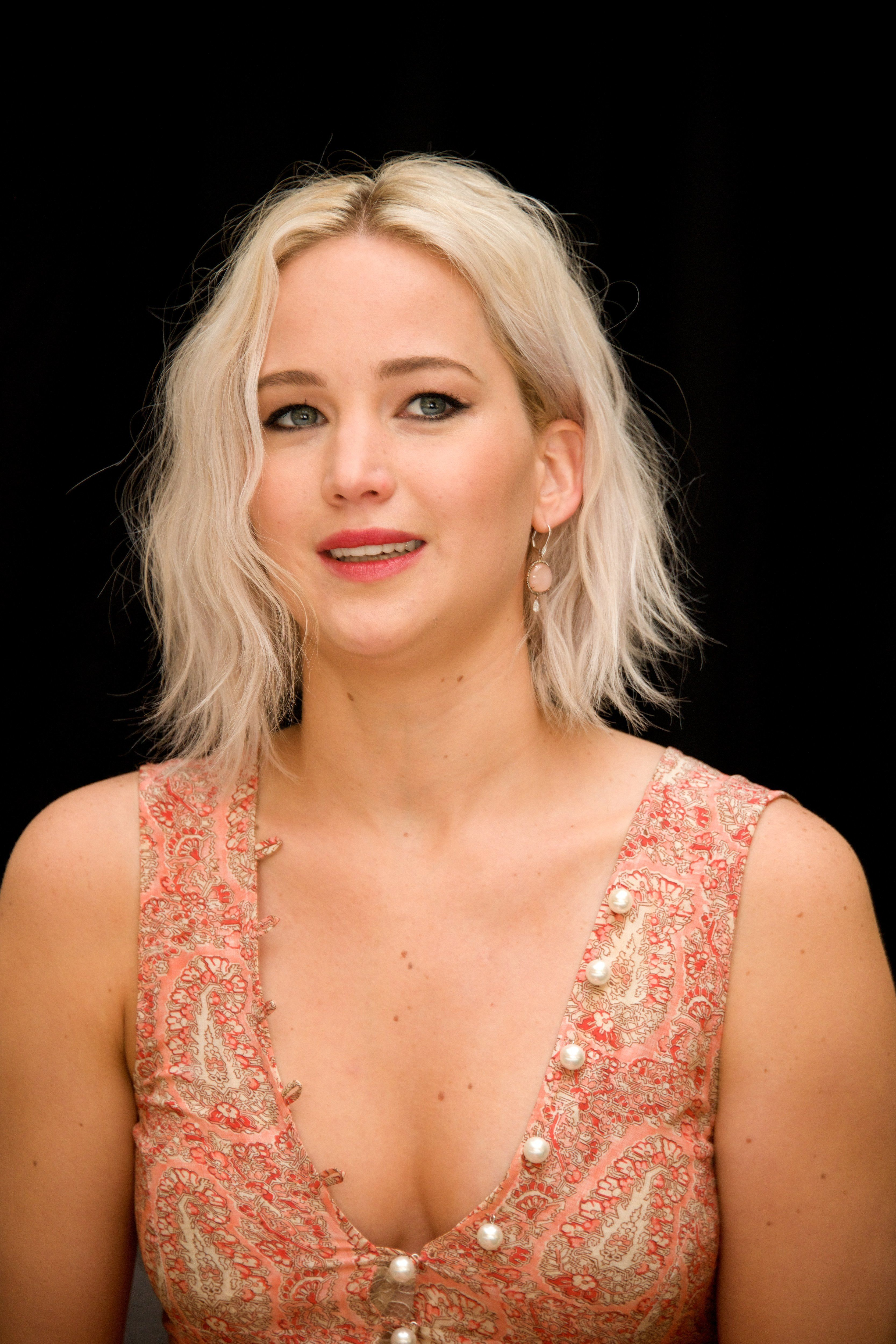 LONDON, ENGLAND - MAY 08:  Jennifer Lawrence at the 'X-Men: Apocalypse' Press Conference at the Claridges Hotel on May 8, 2016 in London, England.  (Photo by Vera Anderson/WireImage)