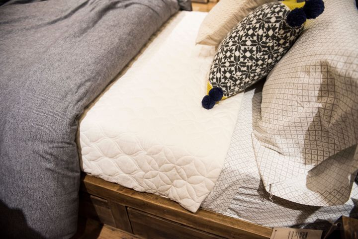 these tricks will make your bed look like a dreamy store display huffpost. Black Bedroom Furniture Sets. Home Design Ideas