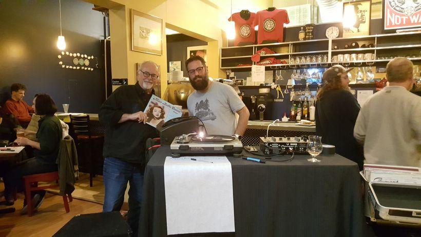 Bob Bond (l) and Seth Albaum at White Rose Coffeehouse, Lynn, Mass.