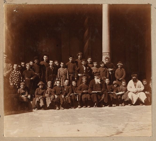 Jewish pupils with a teacher in Samarkand between 1905-1915