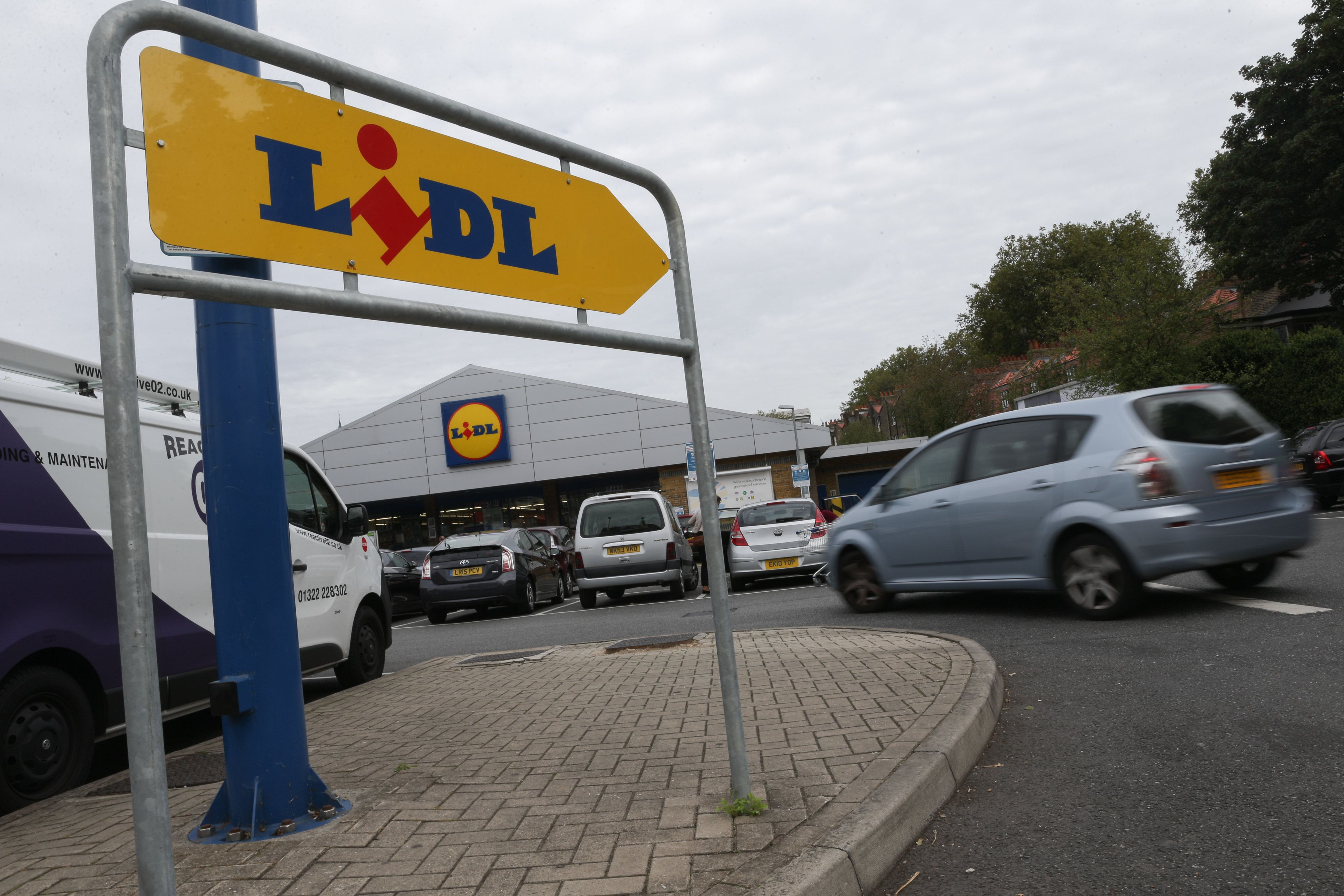 Lidl Jobs Now Paid Voluntary Living Wage Of At Least £8.45 An