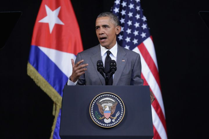 President Barack Obama extended his condolences on Saturday to the family of the lateCuban dictator Fidel Castro.