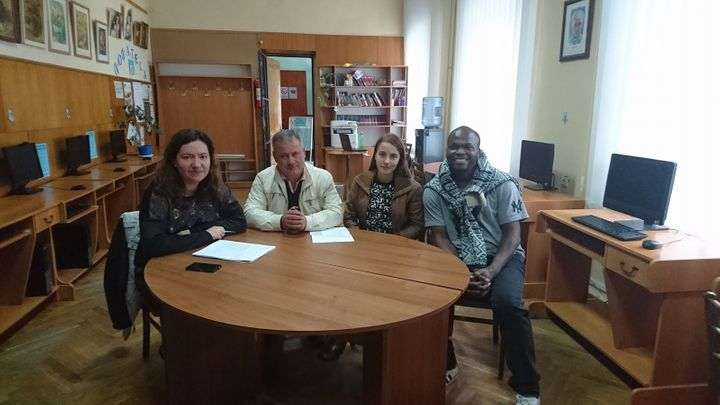 <p>GirlsGoIT Team Visits Victoria and her Dad</p>