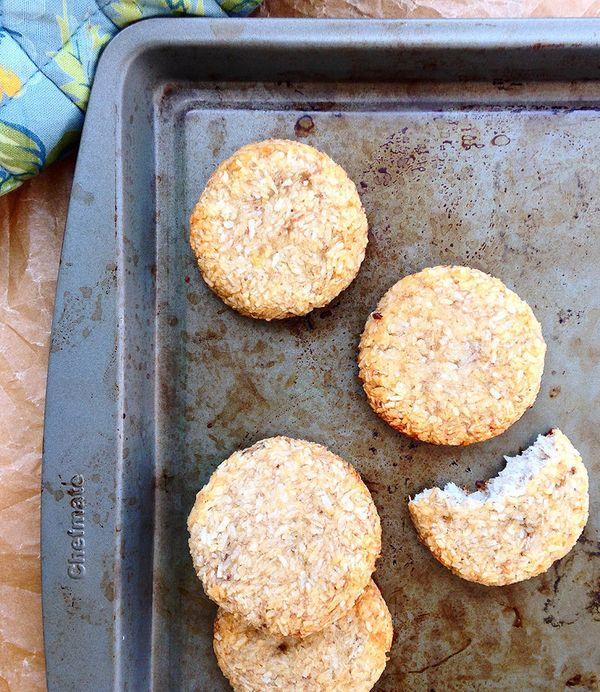"""<strong>Get the <a href=""""http://freshplanetflavor.com/2-ingredient-banana-coconut-cookies/"""" target=""""_blank"""">2-Ingredient Bana"""