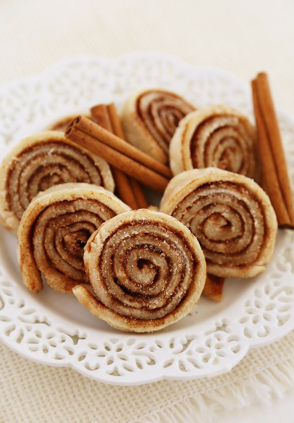 """<strong>Get the <a href=""""http://www.thecomfortofcooking.com/2015/08/3-ingredient-cinnamon-sugar-pie-crust-cookies.html"""" targe"""