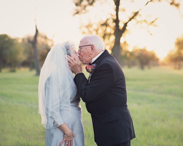 The couple's granddaughter organized a photo shoot to celebrate their 70-year marriage.