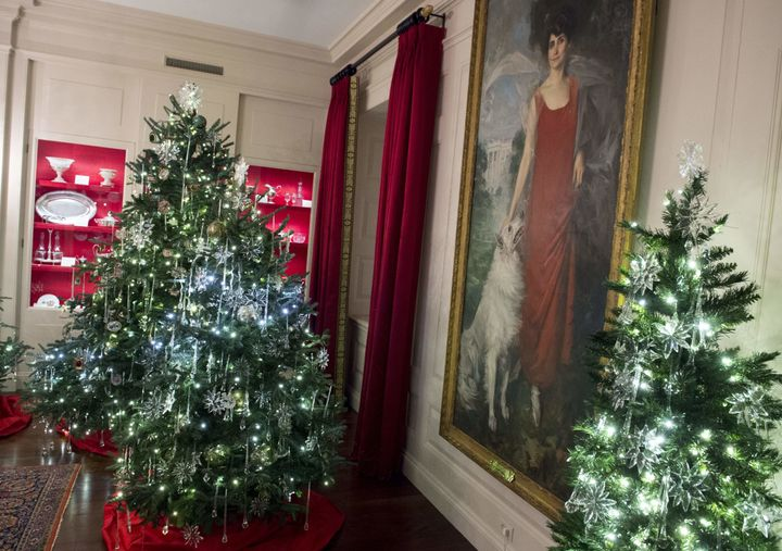 just wait until you see the obamas white house christmas decorations huffpost life - Obama Christmas Decorations