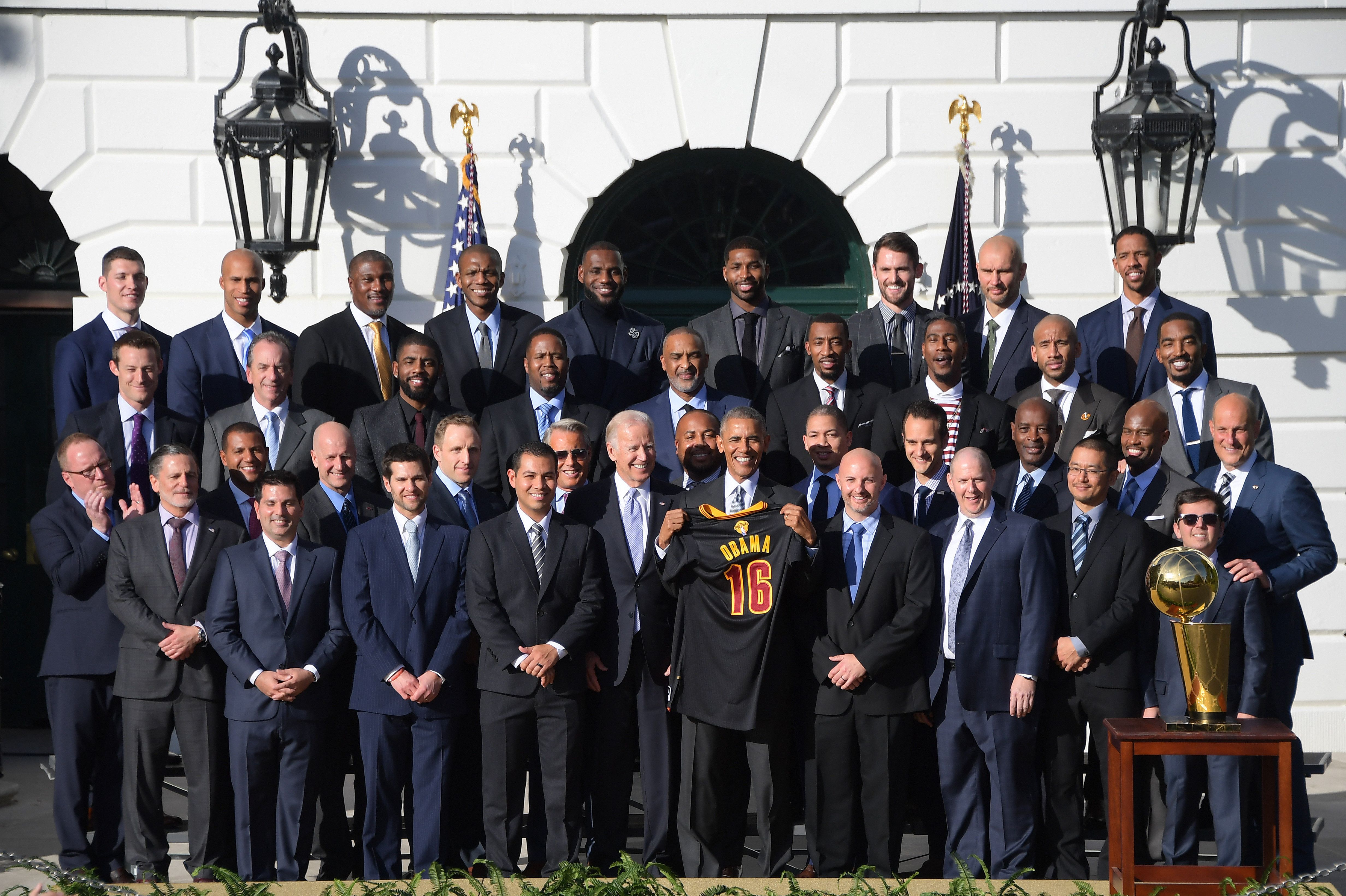US President Barack Obama (C) and Vice President Joe Biden pose with the 2016 NBA Championship Cleveland Cavaliers at the White House in Washington, DC, November 10, 2016. / AFP / JIM WATSON        (Photo credit should read JIM WATSON/AFP/Getty Images)