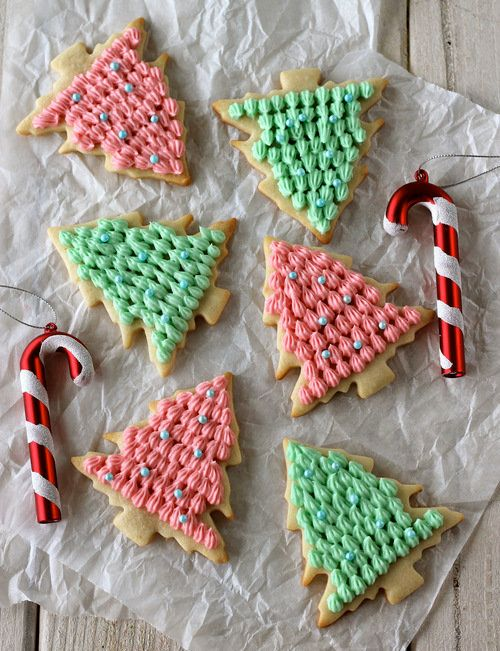 "<strong>Get the <a href=""http://damndelicious.net/2012/12/23/christmas-tree-cookies-sundaysupper/"" target=""_blank"">Christmas"