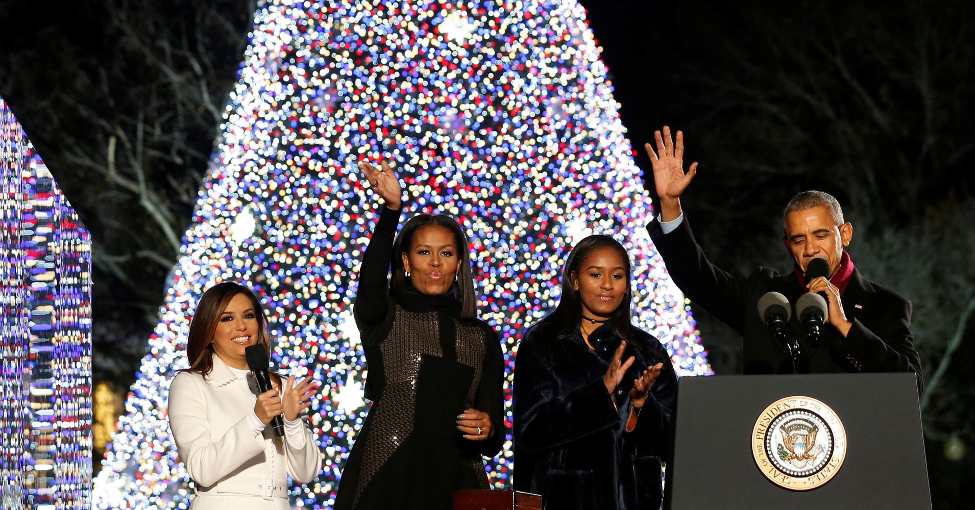 The Obamas Light Their Last Christmas Tree As The First Family ...