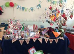 No One Bought Anything From This Mum's Christmas Craft Stall, So Her Son Saved The Day