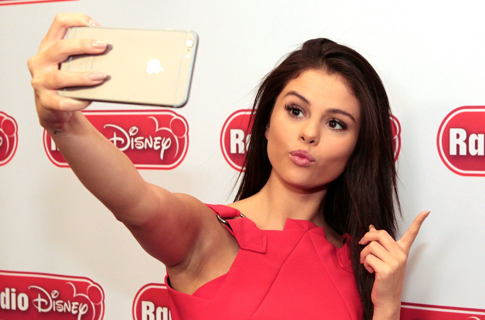 Selena Gomez officially becomes the most-followed celebrity on Instagram