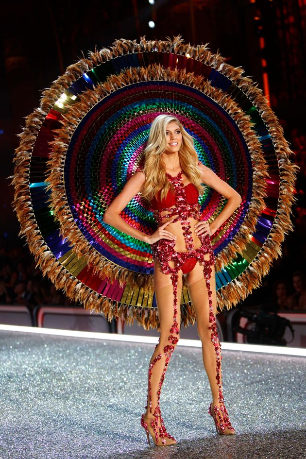 Victoria's Secret Fashion Show 2016 Under Fire For Cultural