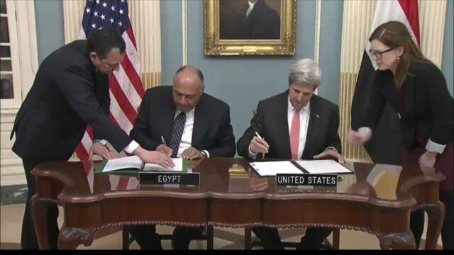 <em>Egyptian Foreign Minister Shoukry and Secretary of State Kerry sign Cultural MOU</em>