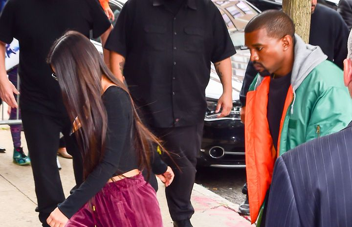 Kim Kardashian and Kanye West arrive at their Manhattan apartment after her Paris robbery, Oct. 3, 2016.