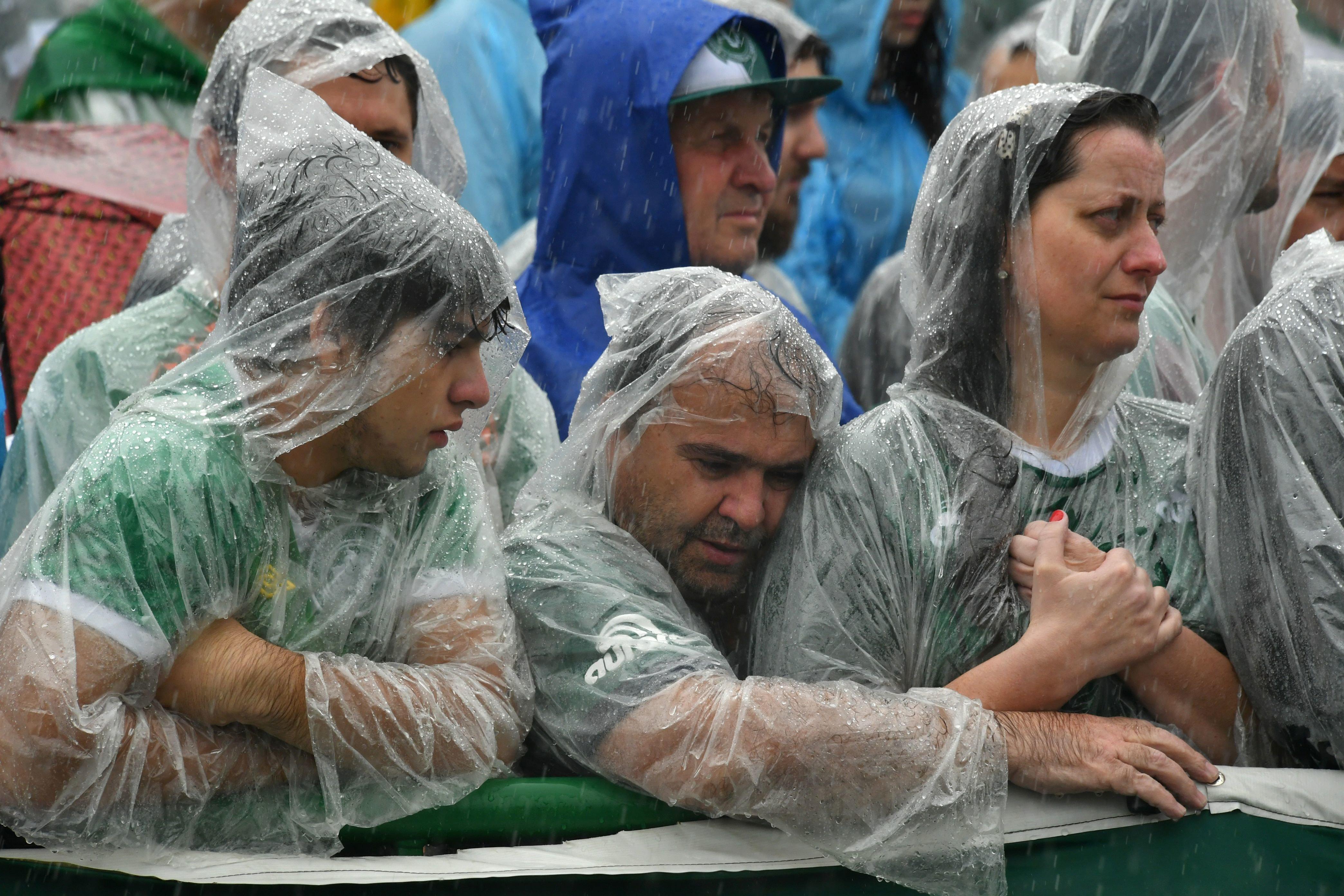 Chapecoense Fans Heartbreaking Tribute In Home Stadium Of Killed