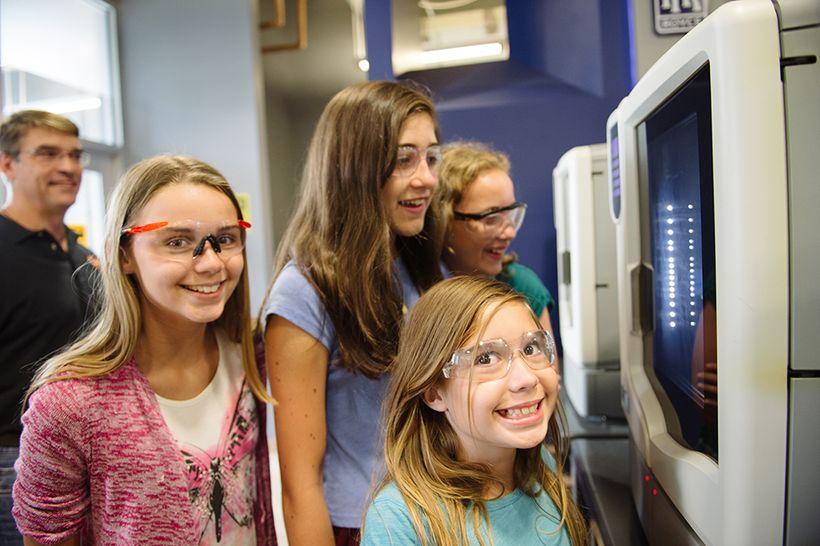 KiraKira students using 3D printers.