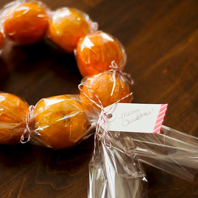 "<strong>Get the directions for <a href=""http://www.omiyageblogs.ca/search?q=clementine+wreaths"" target=""_blank"">DIY clementin"