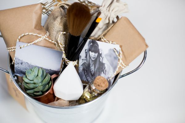 """<strong>Get directions for a <a href=""""http://mrkate.com/2015/12/18/diy-gift-buckets/"""" target=""""_blank"""">DIY gift bucket</a> fro"""