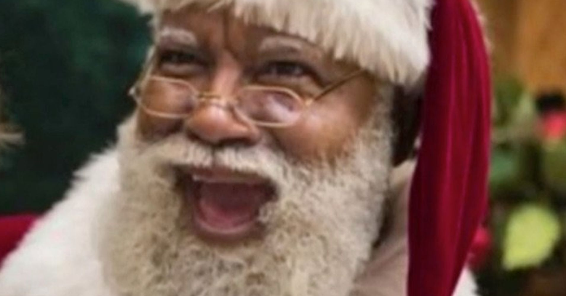 Racists Freak Out Over Black Santa At Mall Of America