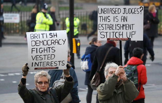 Pro-Brexit Protestors decry the 'Establishment stitch