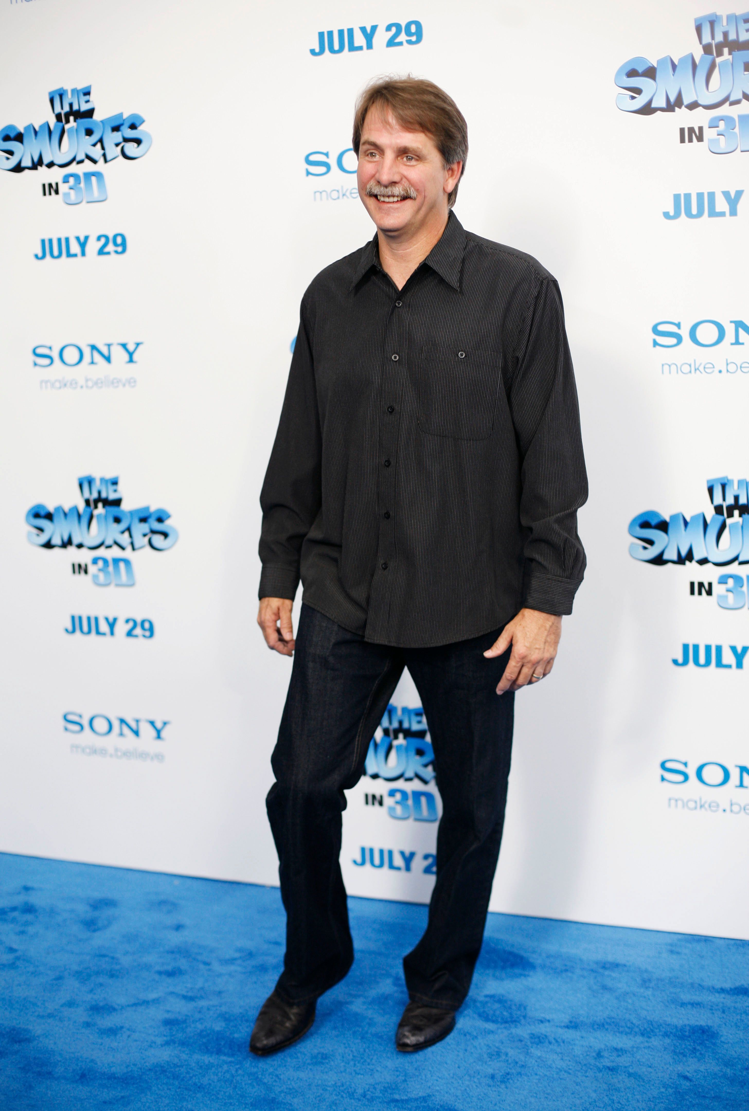 """Comedian Jeff Foxworthy attends the premiere of """"The Smurfs"""" at the Ziegfeld Theater in New York July 24, 2011.  REUTERS/Allison Joyce (UNITED STATES - Tags: ENTERTAINMENT)"""