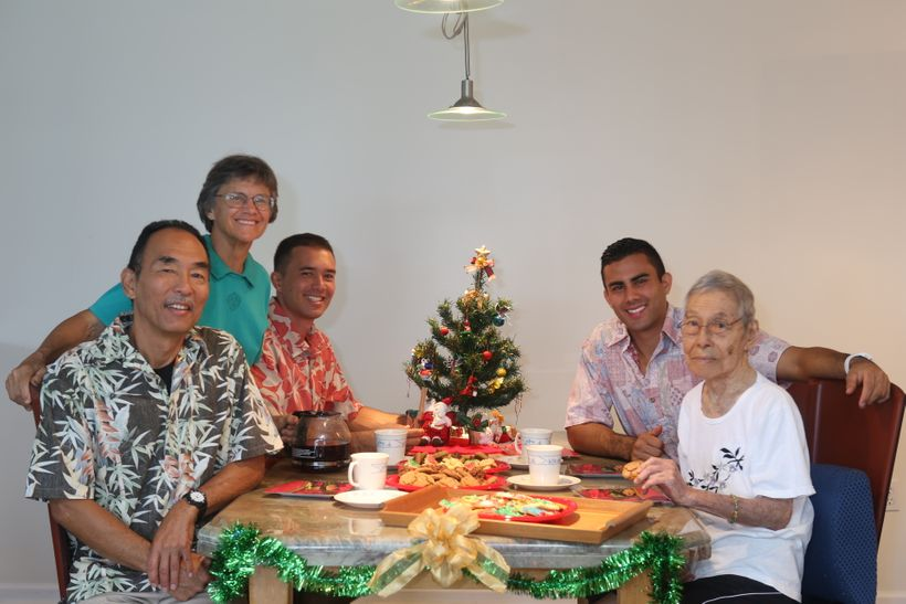 <em>It's Christmas</em>! (<em>l-r) Ron Yasuda, Jan Pappas, Jon Yasuda, Troy Yasuda, Florence Yasuda</em>