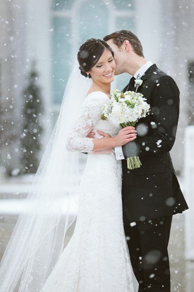 "There's nothing like a <a href=""http://bridalguide.com/planning/the-details/season/winter-wonderland-wedding"" target=""_blank"""