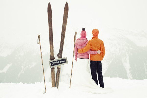 From the wooden skis and poles to the bright puffer jackets and beanie hats, we're in love with this ski bunny couple.