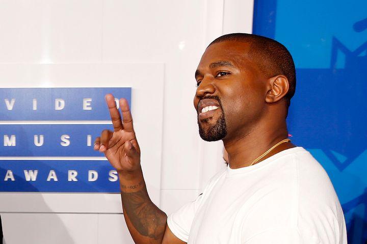 Kanye West arrives at the 2016 MTV Video Music Awards.