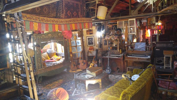 "Photo of interior of Oakland Ghost Ship from <a href=""http://www.oaklandghostship.com/"" target=""_blank"">Oakland Ghost Ship t"