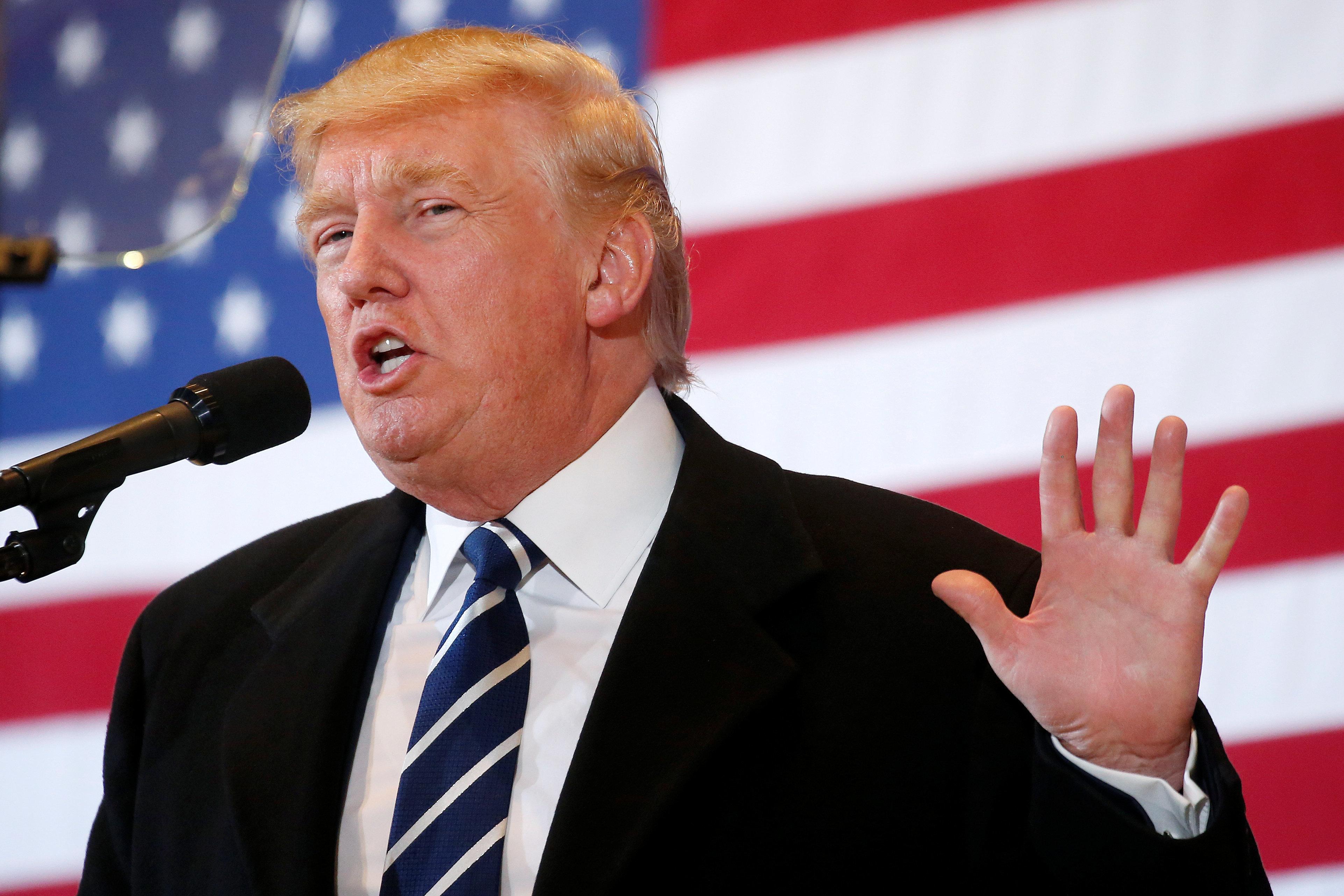 Republican presidential nominee Donald Trump speaks at a campaign event in Cedar Rapids, Iowa, U.S. October 28, 2016.  REUTERS/Carlo Allegri