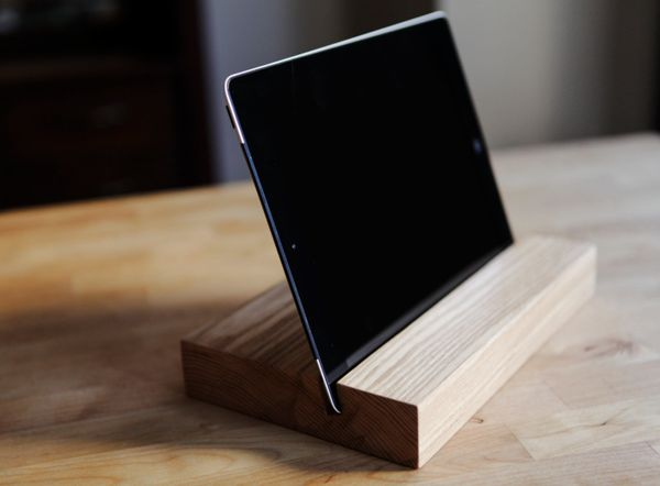 """<a href=""""https://www.etsy.com/listing/151071794/ipad-stand-docking-station-tablet-stand?ref=finds_l"""" target=""""_blank"""">iPad sta"""
