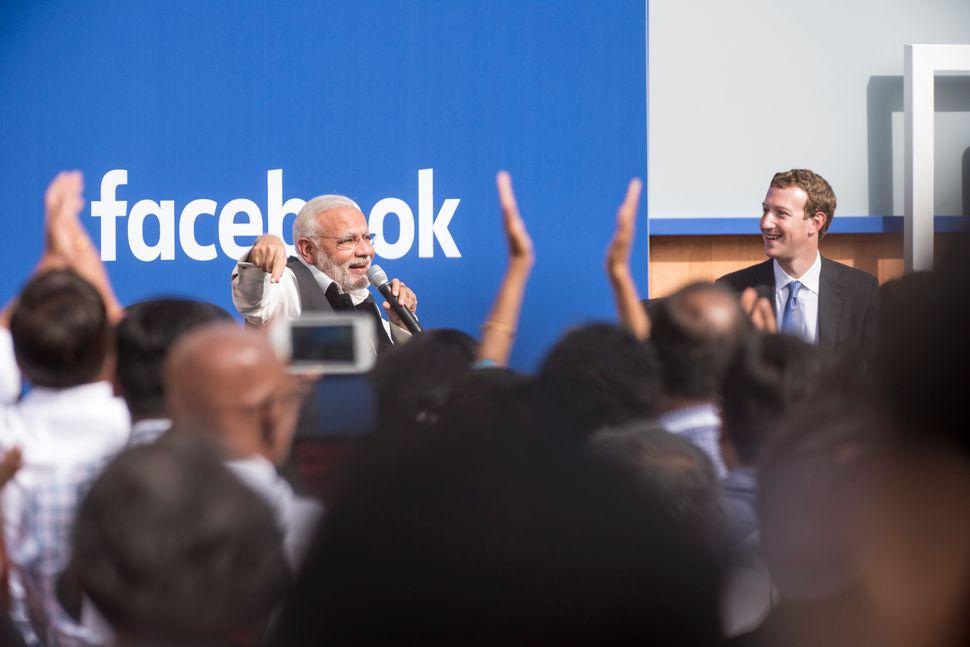 Narendra Modi, India's prime minister, speakswith Mark Zuckerberg, chief executive officer of Facebook, in Menlo Park,