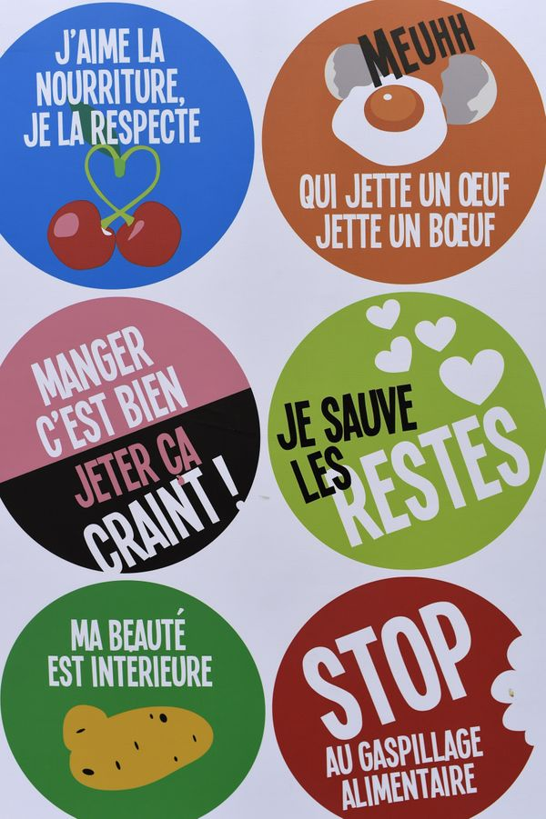 """In France, supermarkets are now <a href=""""http://www.huffingtonpost.com/entry/france-supermarkets-food-waste_us_56b4ba4de4b04f"""