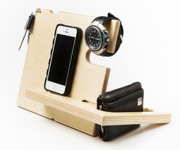 "<a href=""https://www.amazon.com/Charging-Station-Samsung-Smartphones-CatchallTM/dp/B00LU4R4FO/ref=sr_1_29?amp=&ie=UTF8&keywor"