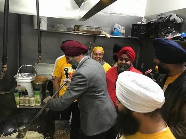 "A Sikh community in New Jersey came together over the weekend before Thanksgiving in an attempt to <a href=""http://www.h"