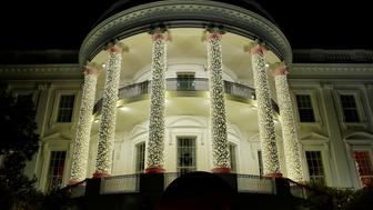 The White House is decorated with Christmas lights in Washington, U.S., December 4, 2016. REUTERS/Yuri Gripas