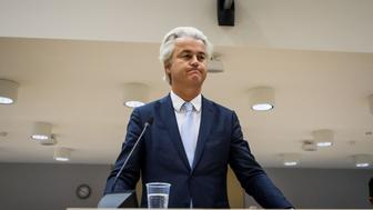 BADHOEVEDORP, NETHERLANDS - NOVEMBER 23:  Dutch far-right leader Geert Wilders speaks to the court at the high security court in Schiphol, Netherlands on November 23, 2016.  (Photo by Paco Nunez/Anadolu Agency/Getty Images)