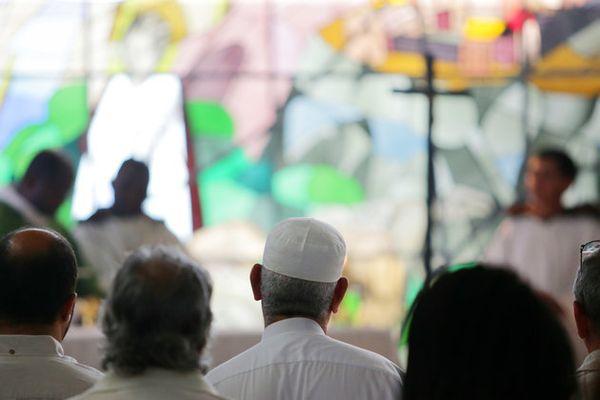 "Muslims <a href=""https://www.huffpost.com/entry/muslims-catholic-mass-france_n_579e3c67e4b0e2e15eb63576?utm_hp_ref=interfaith"