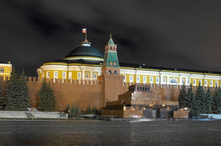 "Night view of the <a rel=""nofollow"" href=""https://en.wikipedia.org/wiki/Kremlin_Senate"" target=""_blank"">Kremlin Senate</a>, t"
