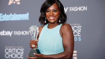 "Actress Viola Davis poses backstage with her award for Best Supporting Actress for ""Fences"" during the 22nd Annual Critics' Choice Awards in Santa Monica, California, U.S., December 11, 2016.  REUTERS/Danny Moloshok"