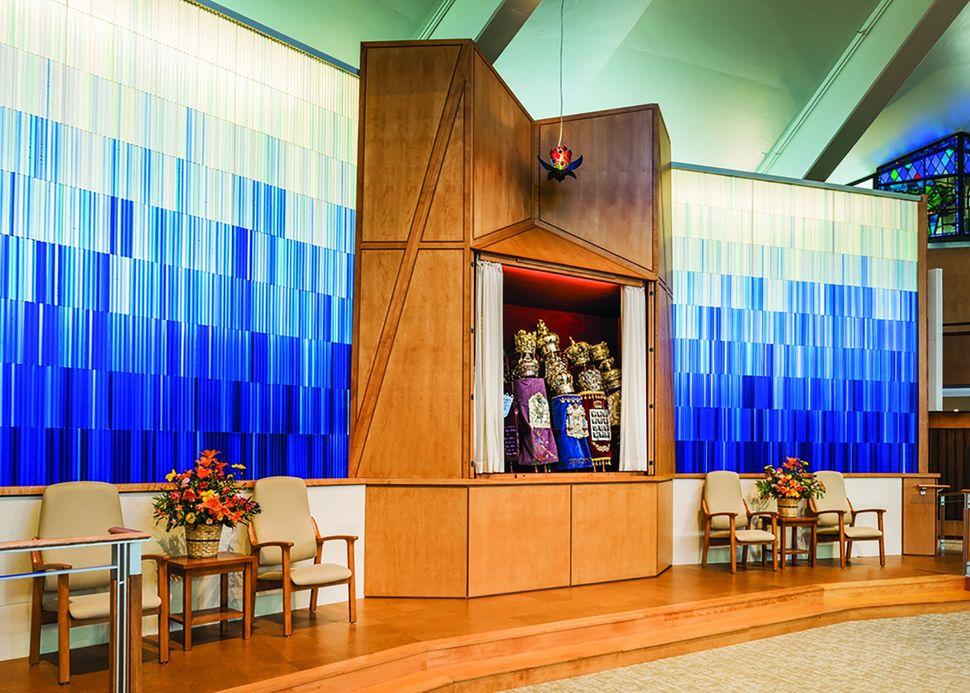 Atkin Olshin Schade Architects; Temple Adath Israel; Merion Station, Pennsylvania; Liturgical/Interior Design