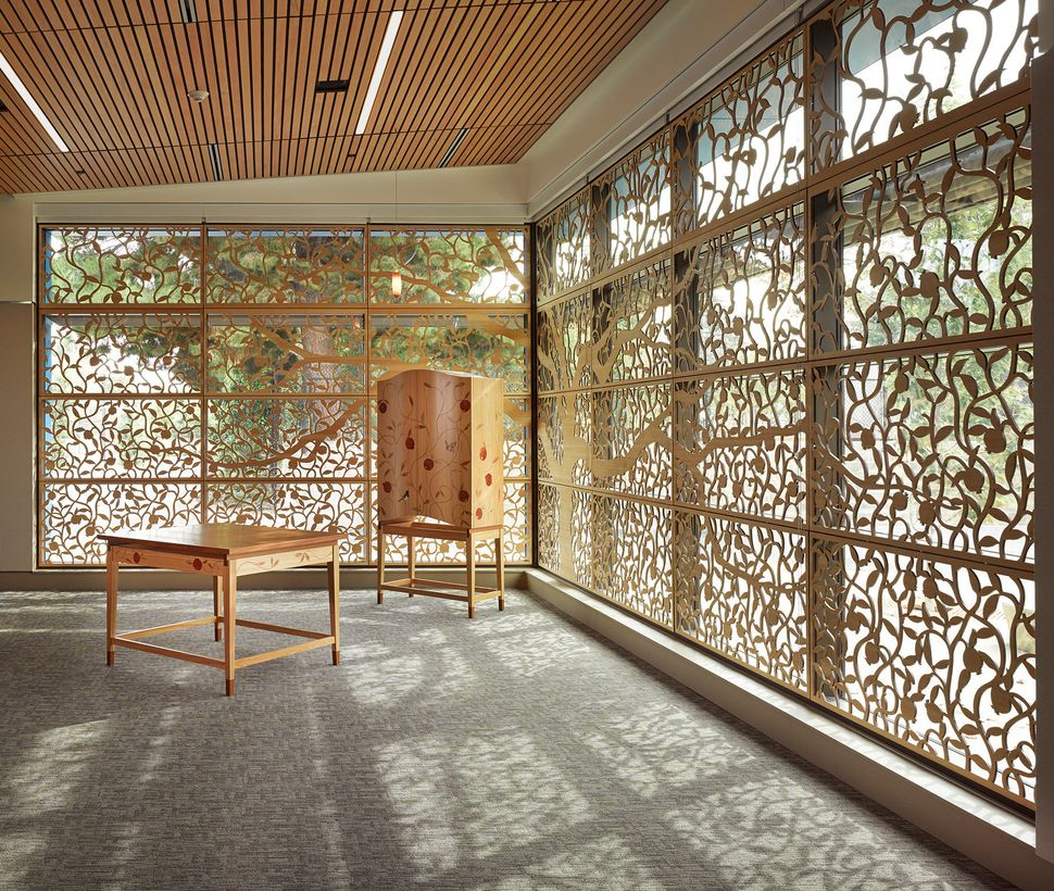 Studio Bondy Architecture; Torah Ark, Bema, and Screen; Gideon Hausner Jewish Day School; Palo Alto, California; Liturgical F