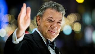 Nobel Peace Prize laureate Colombian President Juan Manuel Santos reacts to the torchlight parade from the balcony of the Grand Hotel in Oslo, Norway December 10, 2016. NTB Scanpix/Vegard Wivestad Grott/via REUTERS ATTENTION EDITORS - THIS IMAGE WAS PROVIDED BY A THIRD PARTY. FOR EDITORIAL USE ONLY. NORWAY OUT. NO COMMERCIAL OR EDITORIAL SALES IN NORWAY.     TPX IMAGES OF THE DAY