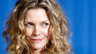 Actress Michelle Pfeiffer poses during a photocall to promote the movie 'Cheri' at the 59th Berlinale film festival in Berlin, February 10, 2009.  REUTERS/Fabrizio Bensch (GERMANY)